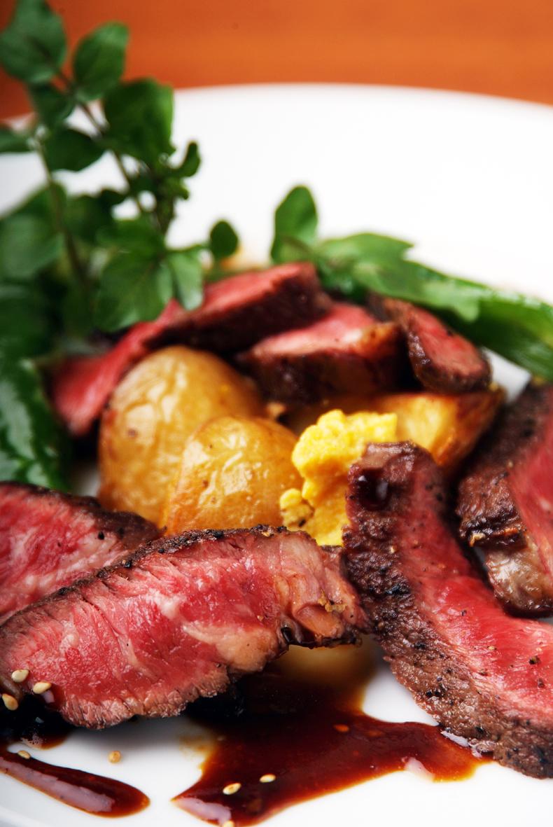洋食で培った技術を生かしたステーキ