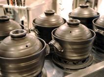 十二連の土鍋でお米をどんどん炊き上げる様は圧巻です。