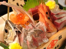 毎朝市場から仕入れるお魚は鮮度バツグンです。 造り盛 一人前 680円
